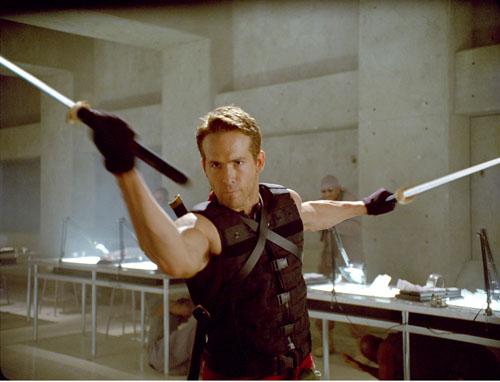 La Academia de Artes y Ciencias Cinematográficas ha declarado ilegal y penado con multas millonarias cubrir el rostro de Ryan Reynolds. Estamos presentando una moción para hacer lo mismo con el busto de Scarlett Johansson.100% producto derivativo